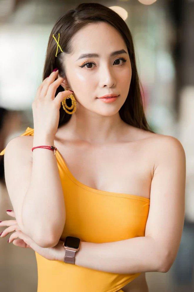 Diễn viên Quỳnh Nga xinh đẹpvà tự tin khi ra đường với mặt mộc